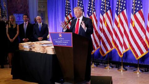 Con actitud hostil ante la prensa, Donald Trump habló de temas controver...