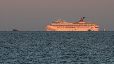 Tres de los cruceros que no pueden llegar al puerto de Galveston por el...
