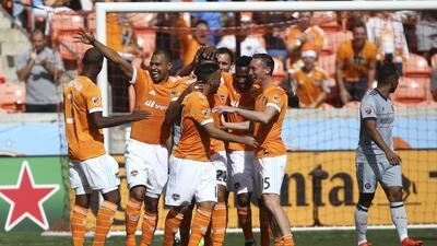 Houston Dynamo festeja gol vs Chicago Fire