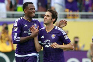 Kaká y Cyle Larin celebran un gol para Orlando City