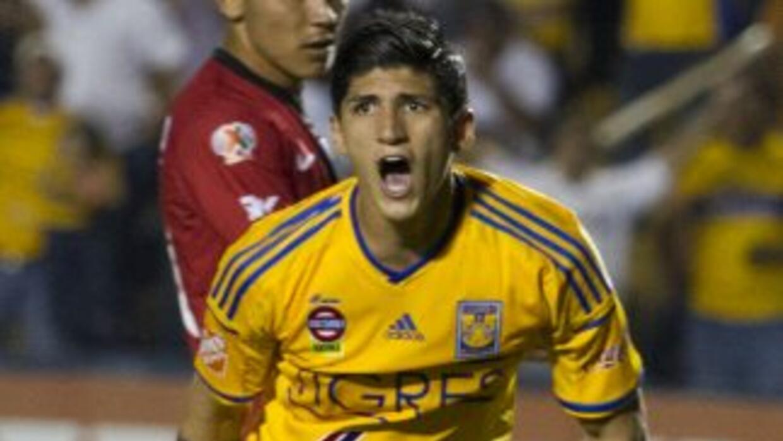 Alan Pulido sigue con problemas con Tigres de la UANL.