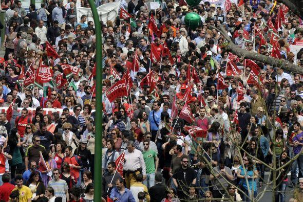 El desempleo en España está cercano al 23%, orillando al país al borde d...