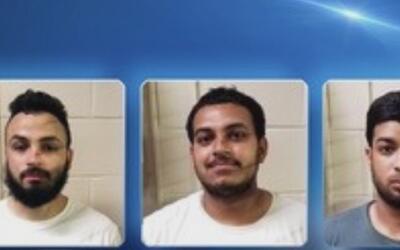 Tres hombres fueron arrestados y enfrentan cargos por provocar un incend...