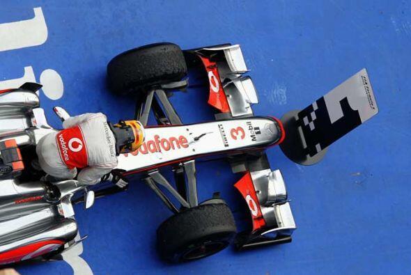 Hamilton se aceró a 21 puntos de Vettel en la clasificación de pilotos.