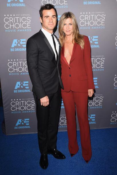 Seguramente Justin Theroux  quedó encantado con el escotazo que llevaba...