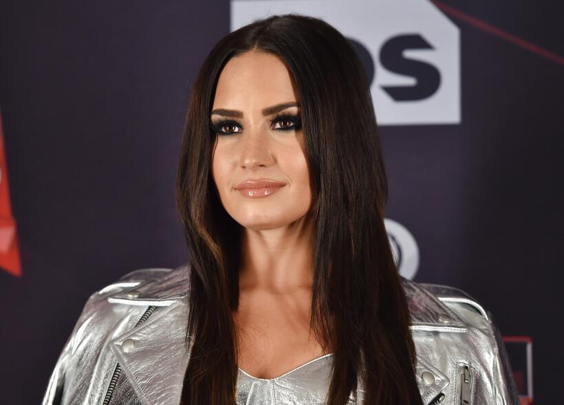 Demi Lovato impactó sólo con su espectacular presencia.