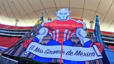 El colorido de la fiesta de Chivas de Guadalajara contra New York Red Bulls en Concacaf