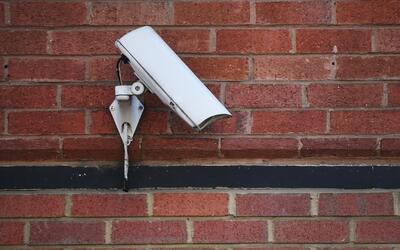 Instalan más cámaras en el McGolrick Park de Brooklyn para mejorar la se...