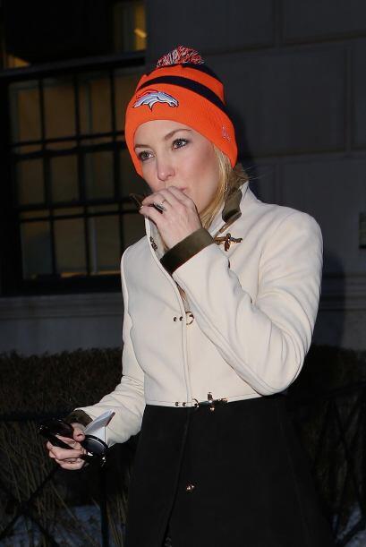 Kate Hudson parece enviar pequeñas señales antes del Super Bowl y creo q...