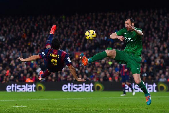El gol de la noche se lo llevaría Luis Suárez, el charrúa remató de tije...