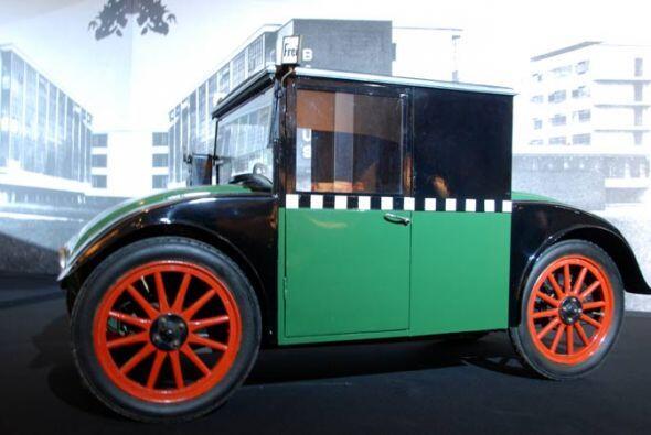 Taxi Hanomag Kommissbrot 1925 Su diseño ilustra el Berlín de los años 20...
