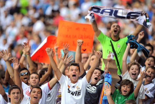 La afición del Real Madrid se volcó por segundo día...