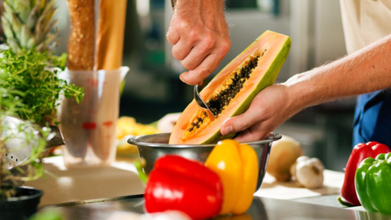 Un brunch especial con papaya rellena