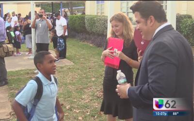 Cientos de niños de Austin vuelven a la escuela este lunes