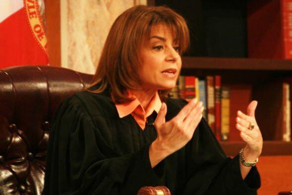 La jueza Cristina Pereyra aporta su punto de vista mientras  calma los á...