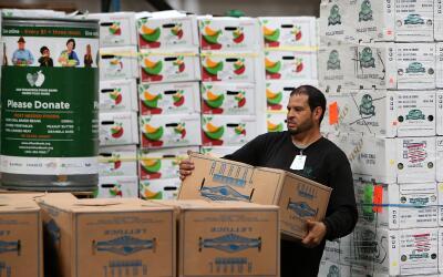 Un centro de alimentos donados en San Francisco, California.
