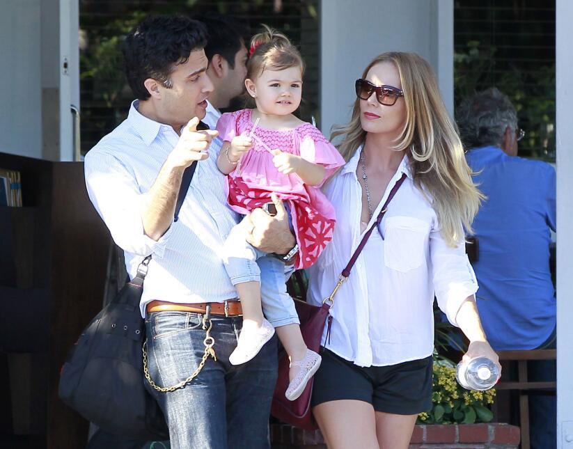 JAIME CAMIL, junto a su epsosa, HEIDI BALVANERA y la hija de ambos, ELE...