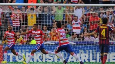 Brahimi celebra el gol de la victoria del Granada ante el Barcelona.