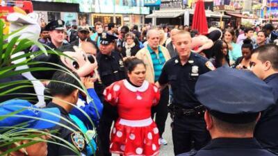 Arrestan a Mini Mouse tras disputa con Hello Kitty