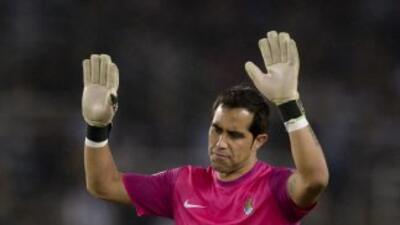 El portero chileno Bravo evitó que por medio de un penalti los vallisole...