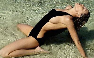 .La inglesa, esposa del delantero Stoke City, es una de las modelos m&aa...