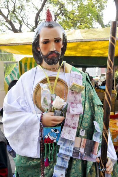 Pero por el día de San Judas también se visten las calles y el transport...