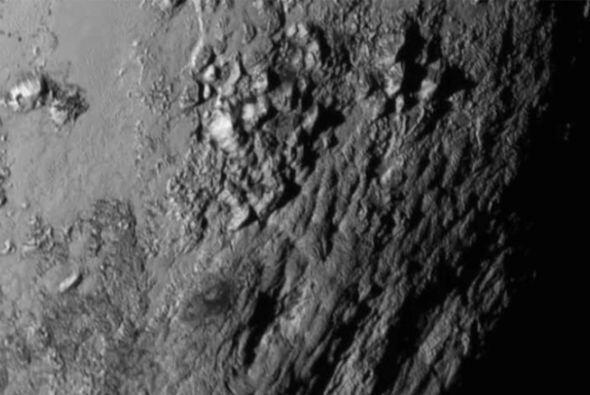Este primer plano muestra a una región cerca del ecuador de Plutón. Reve...