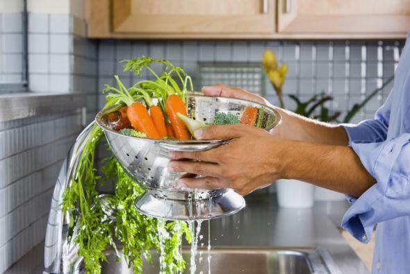 -Mantén las frutas y verduras que se consumirán crudas separadas de otro...