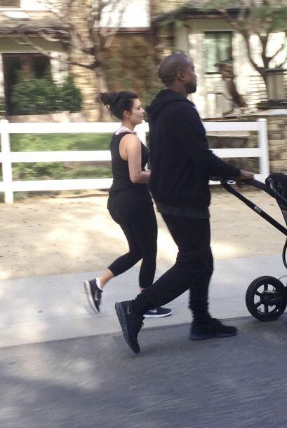 Kim y Kanye sólo estuvieron unos minutos fuera de su hogar.  Mira...