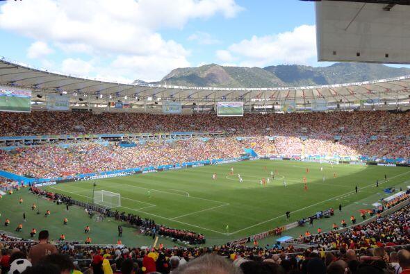 Aquí una impresionante vista del histórico estadio de Maracaná en Río de...