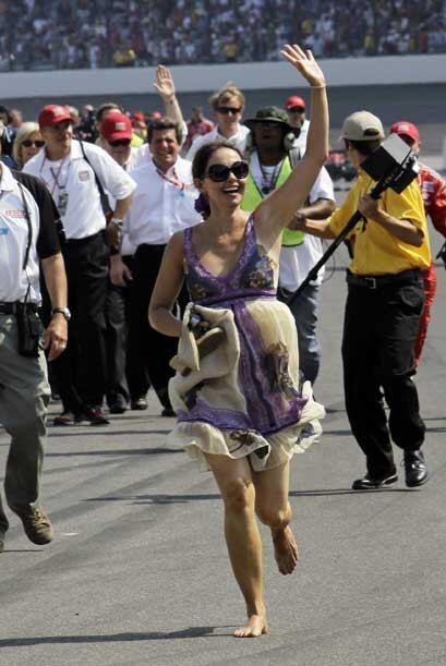 Ashley Judd no pudo contener la emoción y salió corriendo sin zapatos pa...