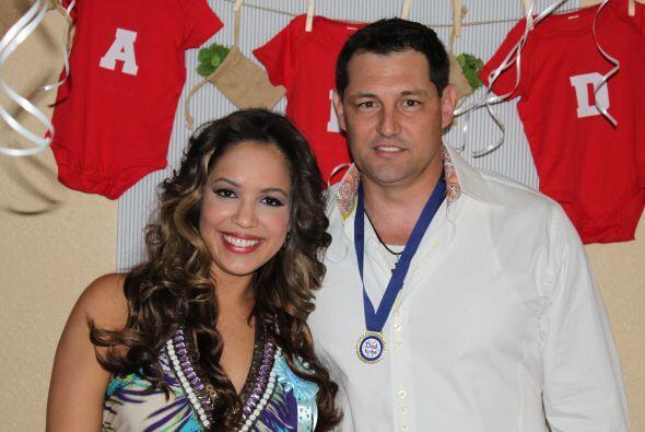 Stephanie y su esposo, el comentarista deportivo José Luis Nápoles, estu...