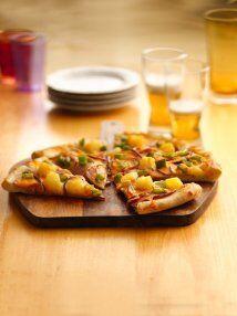 Pizza de lomo canadiense y pimientos: Los trocitos de piña dan un...