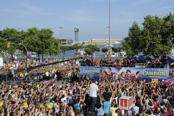 Miles de barcelonistas se dieron cita en las calles catalanas para ver e...