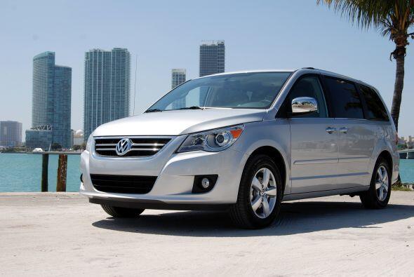 La Volkswagen Routan salió a competir en el mercado de las miniva...