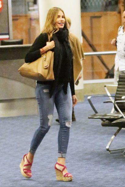 A su regreso a Los Angeles, Sofía brilló en la sala de aduanas, no solo...