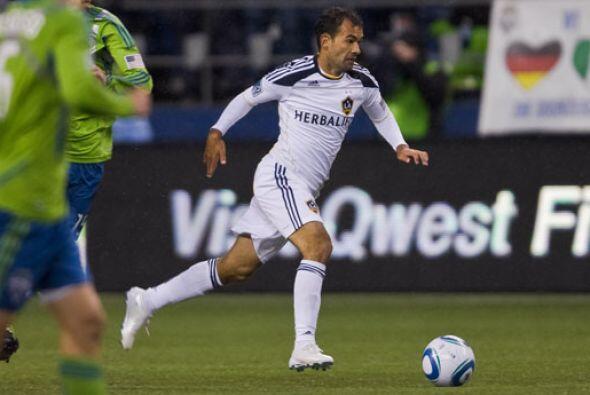 Jugó y empezó 30 partidos de temporada regular, anotó cuatro goles y reg...