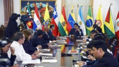 Nicolás Maduro y los cancilleres de UNASUR.