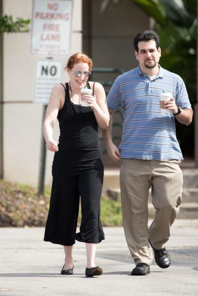 Su esposo también está a su lado en este momento polémico. Mira aquí lo...