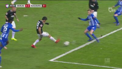 ¡Qué jugadota! Augsburgo le da cátedra de pases al Hertha y hace el 2-2