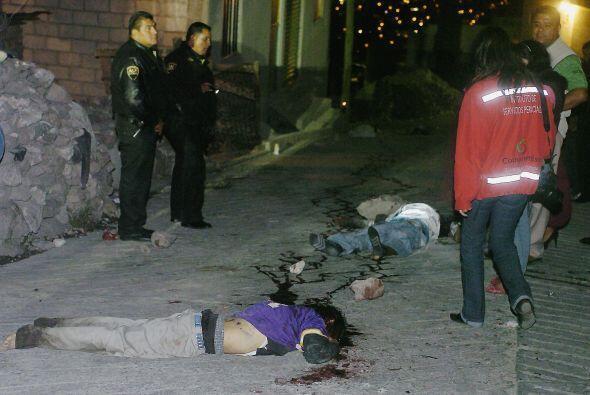 Otros grupos como Los Zetas y el cártel de Sinaloa, incursionan en la co...
