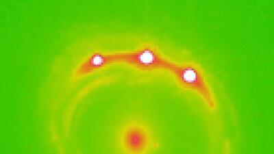 La técnica conocida como microlensing es usada para detectar cuerpos cel...