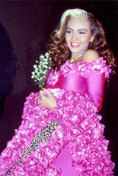 La vida no solo le dio belleza sino muchos talentos a esta mujer mexican...