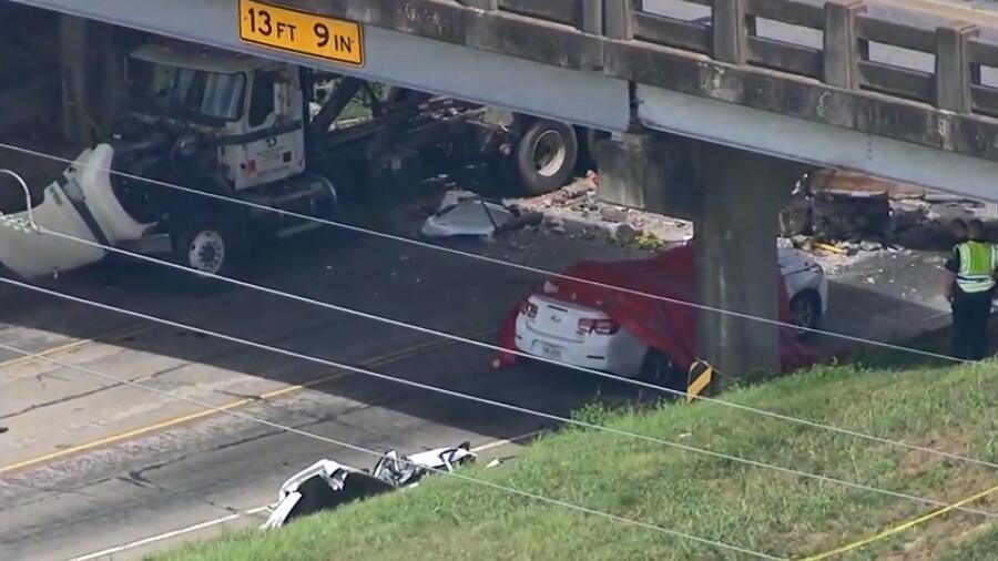 Una niña de 12 años perdió la vida tras el colapso de un puente al oeste...