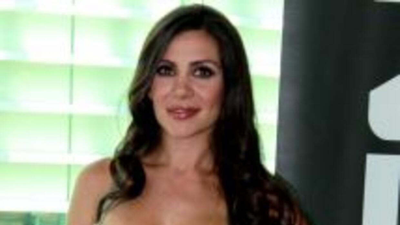 """""""La edecán del debate"""" posó sensualmente para la revista OPEN"""