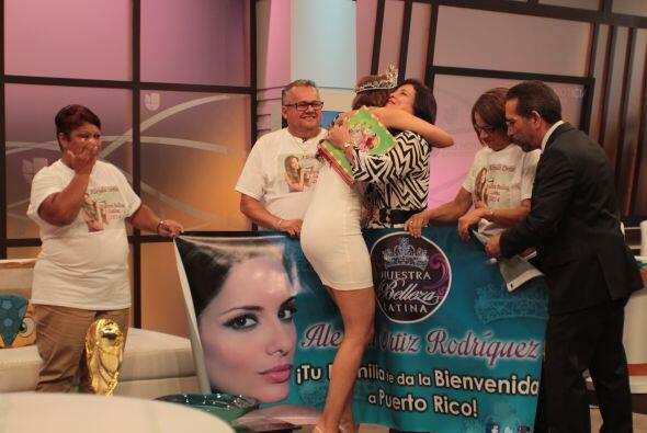 La familia de Aleyda la recibió con ansias en el Aeropuerto Internaciona...