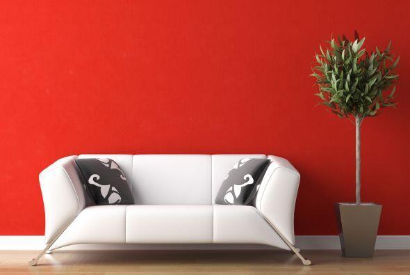 Rojo. Las paredes pintadas de este tono hacen más que añadirle color a t...