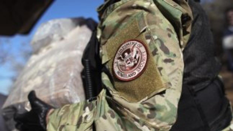 Un agente federal del Departamento de Seguridad Nacional (DHS) de Estado...