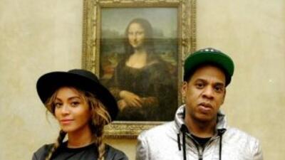 La pareja ha paseado por París. Se dice que están buscando una casa en u...