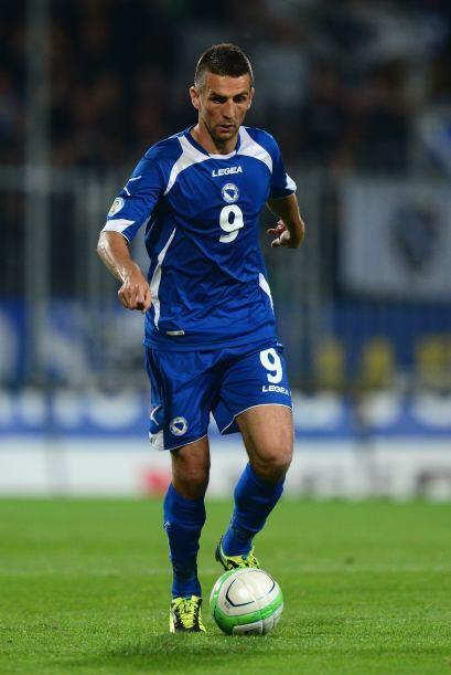 Debutó con la selección de su país en el 2007 y actualmente suma 34 part...